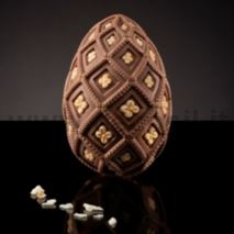 Medium-Size Majolica Egg Mold